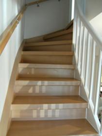 Bild einer frisch renovierten Treppe