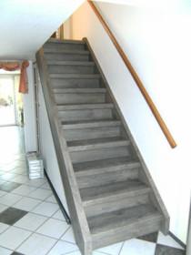 Bild einer renovierten Treppe mit Überbausystem
